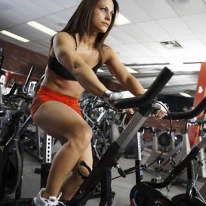 Vrouw in de fitness